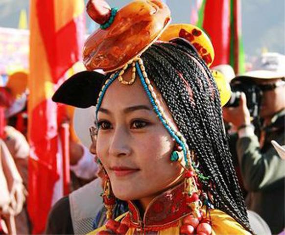 Tibet_med Litangfestivalen_folkdräkt_1 kopiera